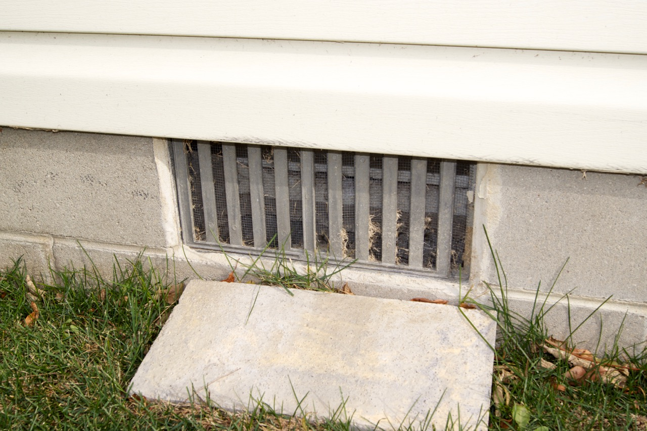 how to fix an open to the outside crawl space